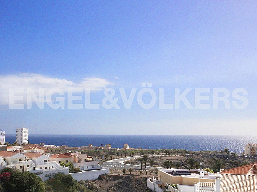 Costa Adeje - Property for sale in Tenerife: Well-kept detached house with sea views in Callao Salvaje, Tenerife South, Engel & Völkers Costa Adeje
