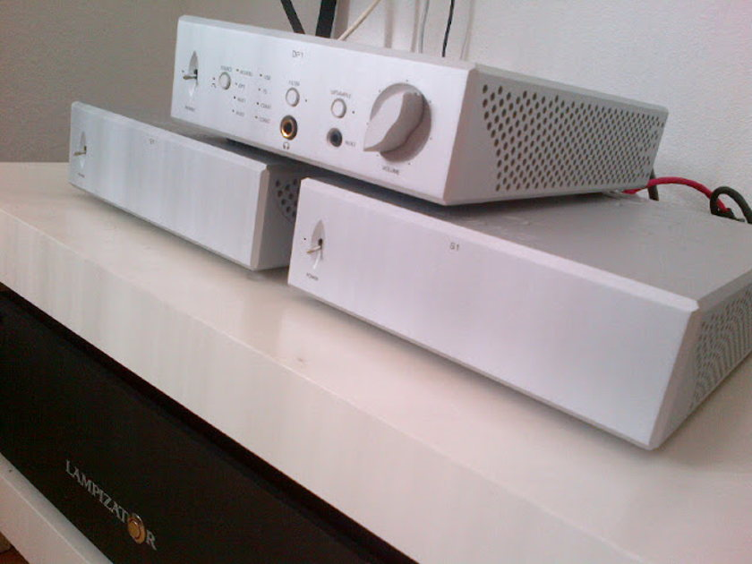 April Music Eximus S-1 V2 stereo/mono amplifier