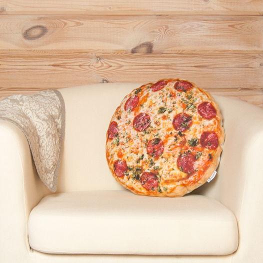 Изумительная пицца. Декоративная подушка из натуральной льняной ткани в виде пиццы