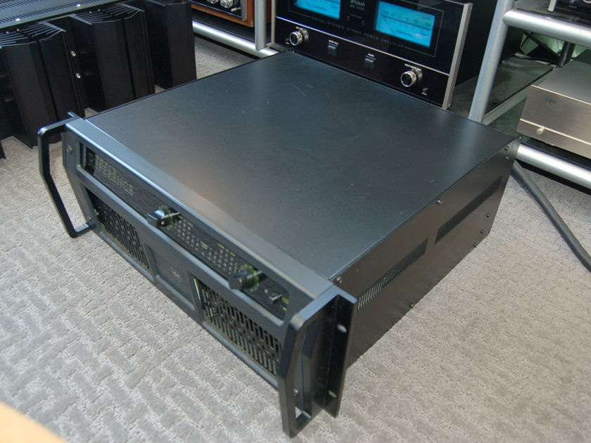Crown International Macro Reference  Power Amplifier