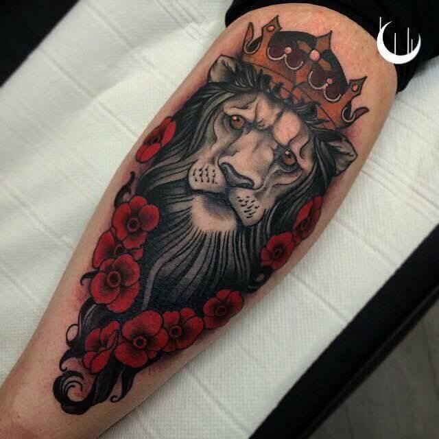 Tatouage Lion Roses Rouges Femmes