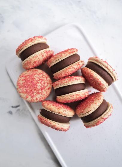 Макарон Смородина в шоколаде (vegan)