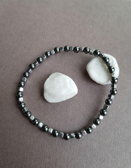 Тонкий, изящный браслет из гематита