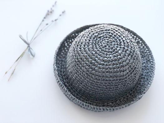 Детская шляпка из рафии
