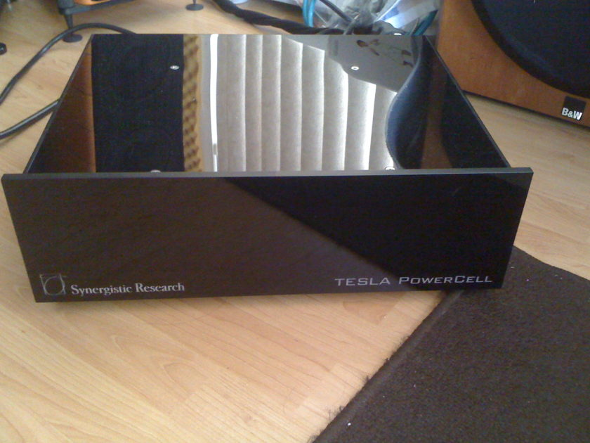 Synergistic Research Telsa Powercell 10 SE mint condition