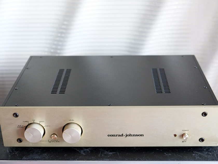 Conrad Johnson PV-10A TUBE PRE AMPLIFIER WITH BUILT PHONO PREAMP