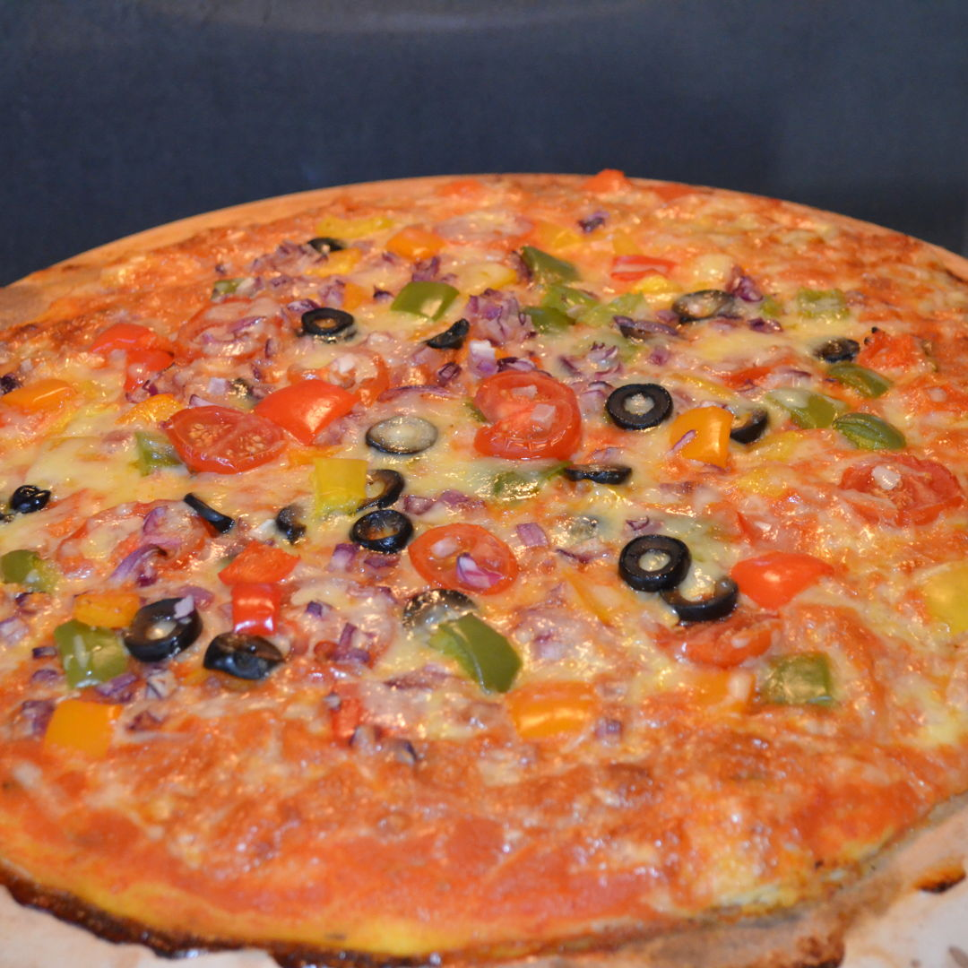 Date: 3 Apr 2020 (Fri) 1st Pizza: Onions, Capsicums, Cherry Tomatoes, Black Olives, Cheese Pizza [298] [159.4%] [Score: 9.0] Cuisine: Italian Dish Type: Pizza