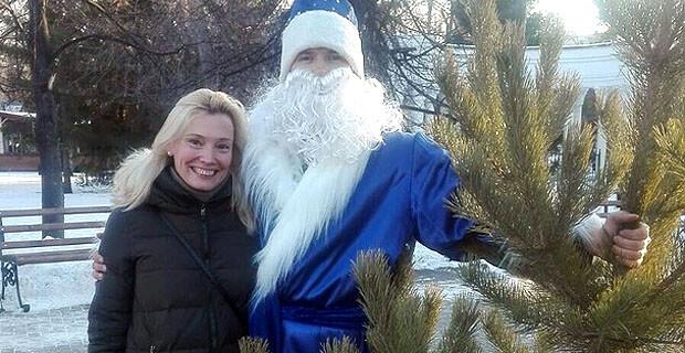 Радиостанция «Радио 100» разыгрывает новогодние елки каждый день - Новости радио OnAir.ru