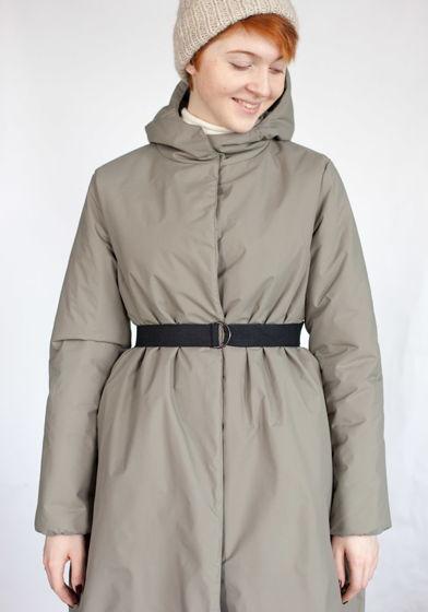 зимнее пальто светло-серого цвета