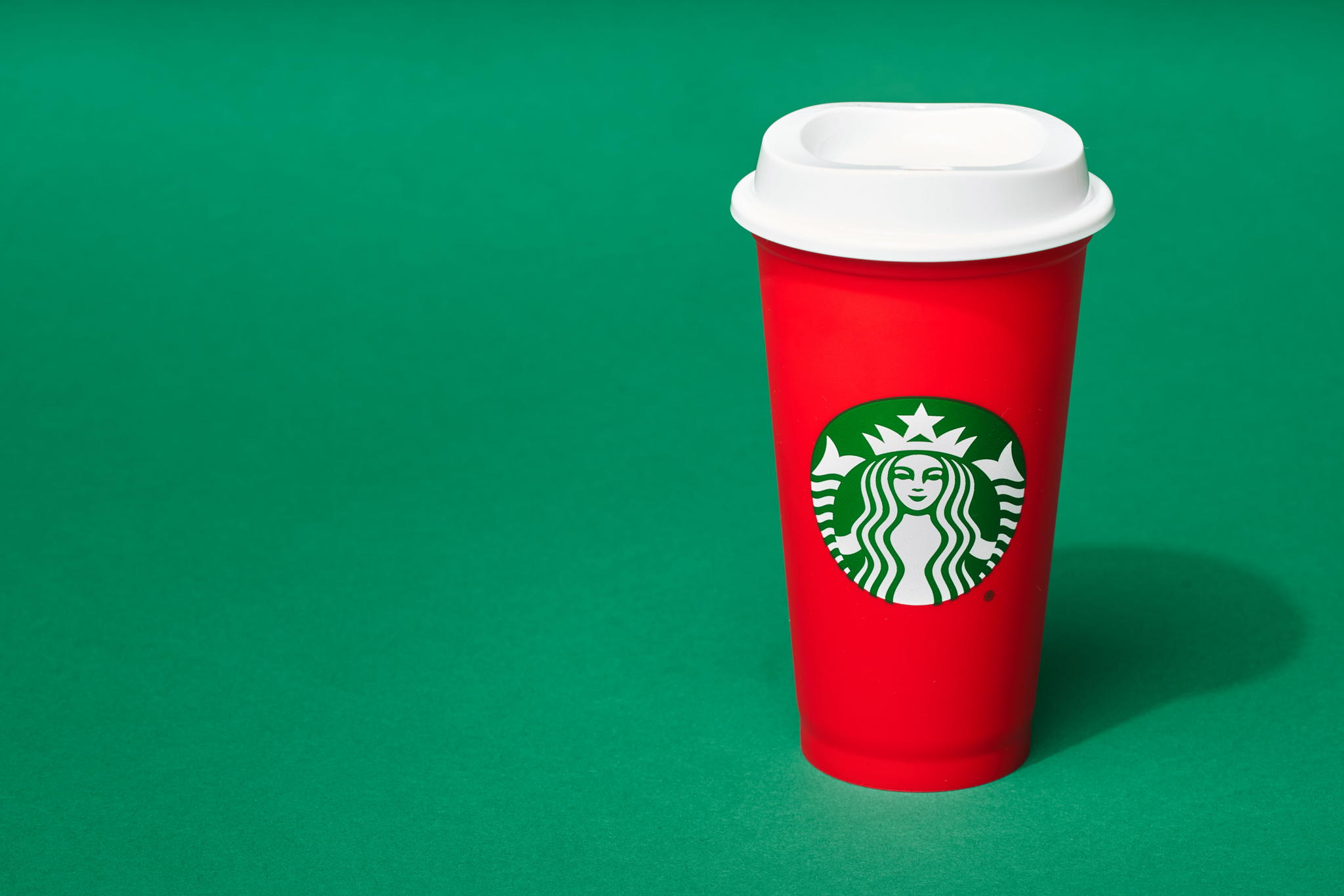 The_Dieline_Starbucks_Holiday-JStrutz-103018-0054_1.jpg