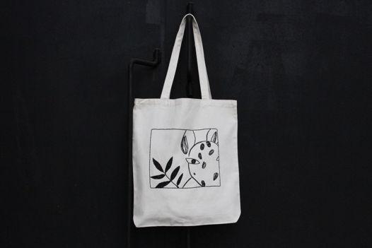 Белая холщовая сумка- шоппер с ручной вышивкой