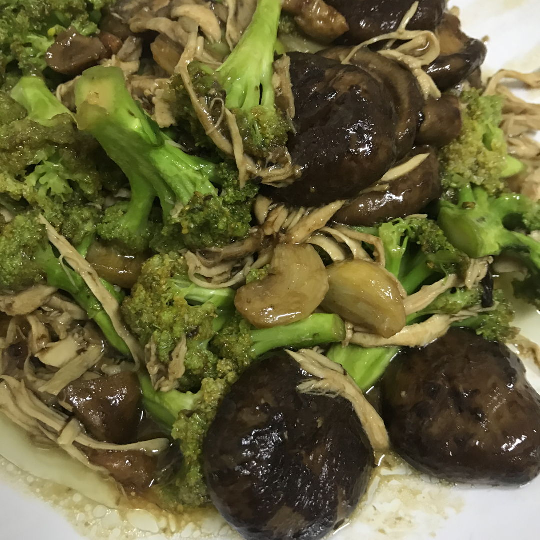 Mushroom, broccoli & roasted chicken breast meat with oyster sauce.