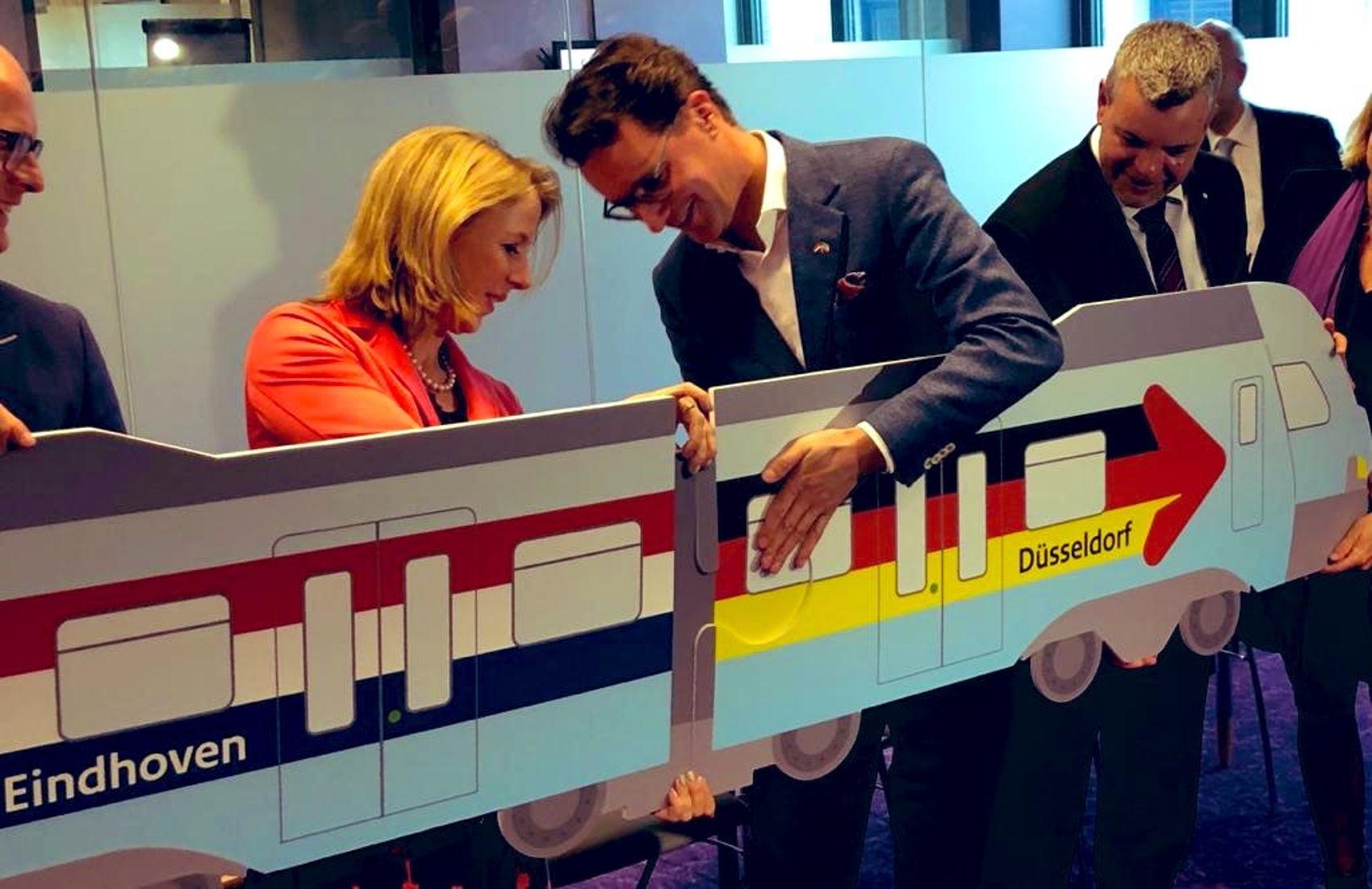 Ondertekening verbinding Eindhoven - Düsseldorf met minister Stientje van Veldhoven en haar Duitse ambtsgenoot Hendrik Wüst in mei 2019.