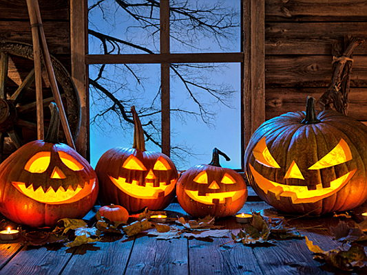 Santander, Cantabria, Spain - Eight stylish Halloween party decoration ideas