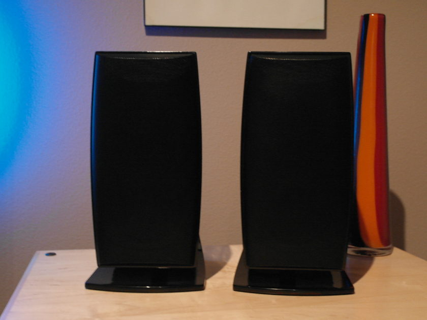NHT  Verve (PAIR) Black w/ stand and wall mount