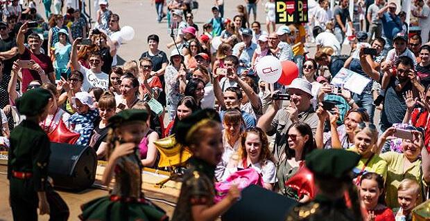 Благотворительный фестиваль радио DFM-Краснодар «10 000 бабочек ради одной мечты» состоялся 1 июня в парке «Солнечный остров» - Новости радио OnAir.ru