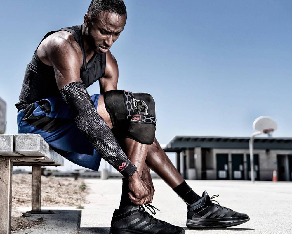 Mcdavid Biologix Knee Brace, Mcdavid Bio-logix Knee Brace, Bio-logix Knee Brace, Knee Support, Knee sleeve, Knee pads, Basketball Knee sleeve, Basketball knee brace, hinged knee brace