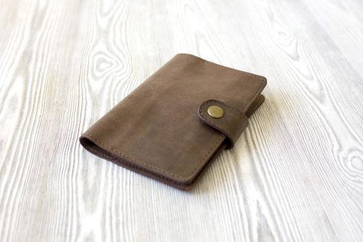 """Синяя обложка для паспорта, из натуральной кожи на застежке """"Лесной орех"""""""