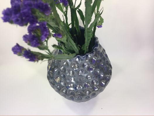 """Керамическая ваза ручной работы """"Кольчуга"""", с металлическим отливом. Высота 20 см."""