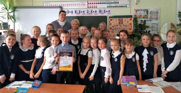 Команда «Русского Радио Благовещенск» вручила подарки победителям конкурса «ПреКлассный Учитель» - Новости радио OnAir.ru