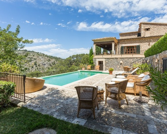 Puerto Andratx - House for sale with terraces and an inviting pool area, Deià, Mallorca