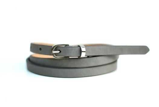 Узкий кожаный ремень серый