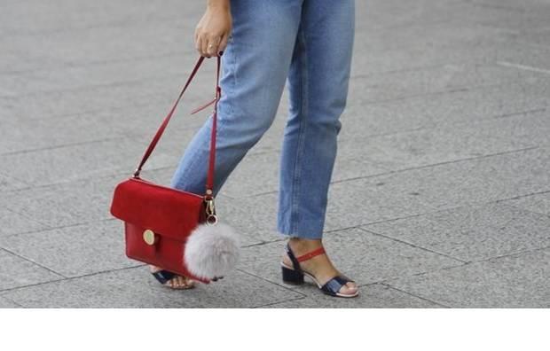 porter un sac à bandoulière
