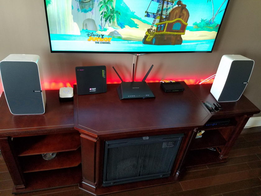 Sonos Play 5  Excellent condition 5 weeks old w/receipt