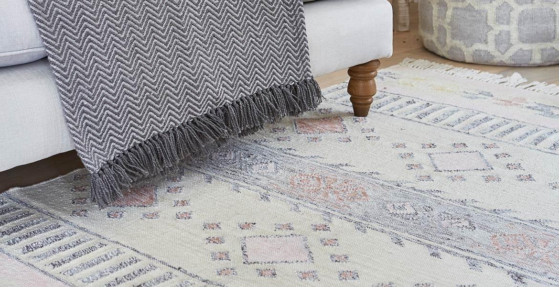 Tabby herringbone blanket with Andalucia Cadiz rug