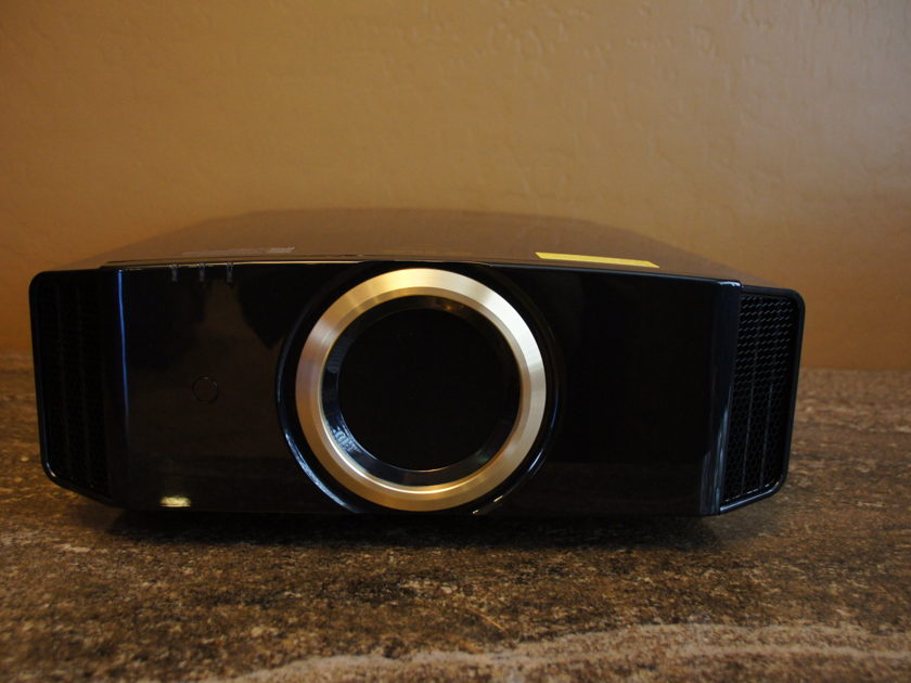 JVC RS500 Projector