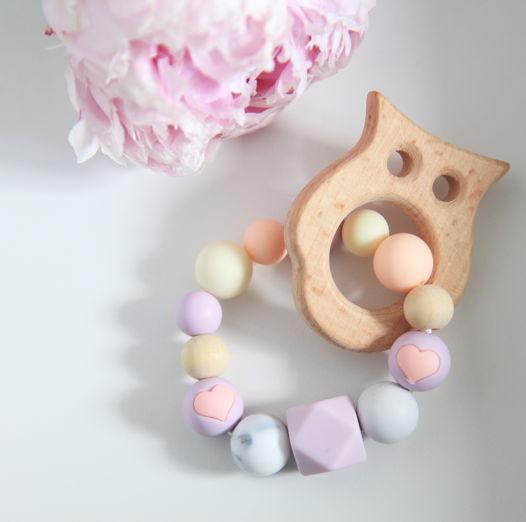 """Грызунок """"Сова"""" разноцветный  из пищевого силикона и дерева."""