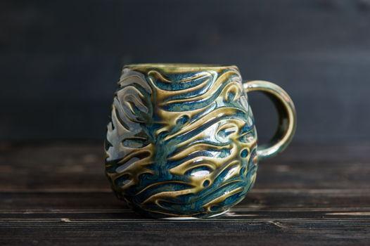 Керамическая чашка ручной работы с текстурой