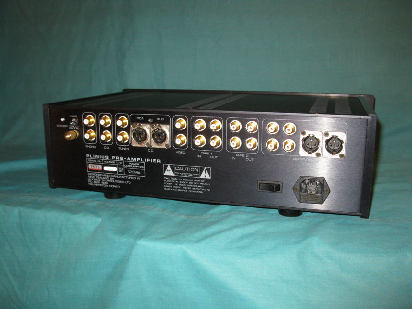 Plinius  M16 pre amplifier w/phono stage