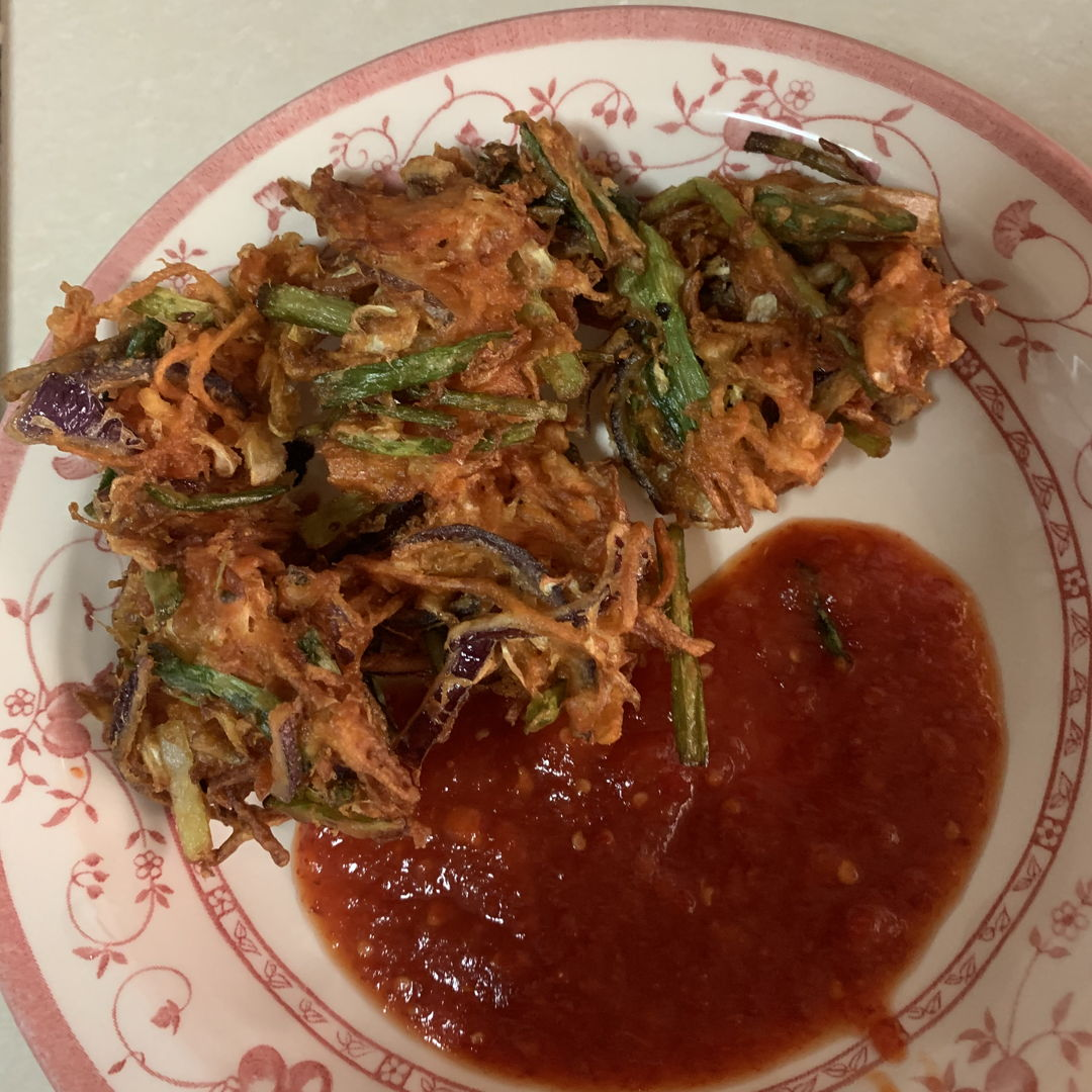 Indonesian crispy vegetable fritters with home made chilli sauce