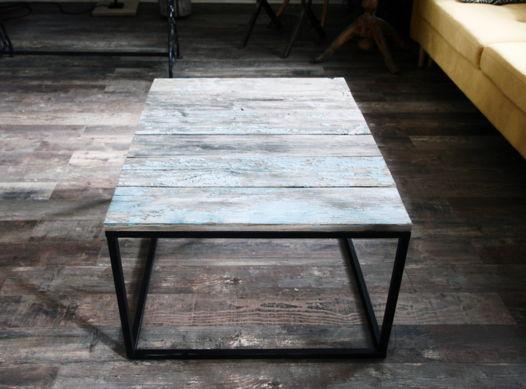 журнальный стол из старых досок голубой