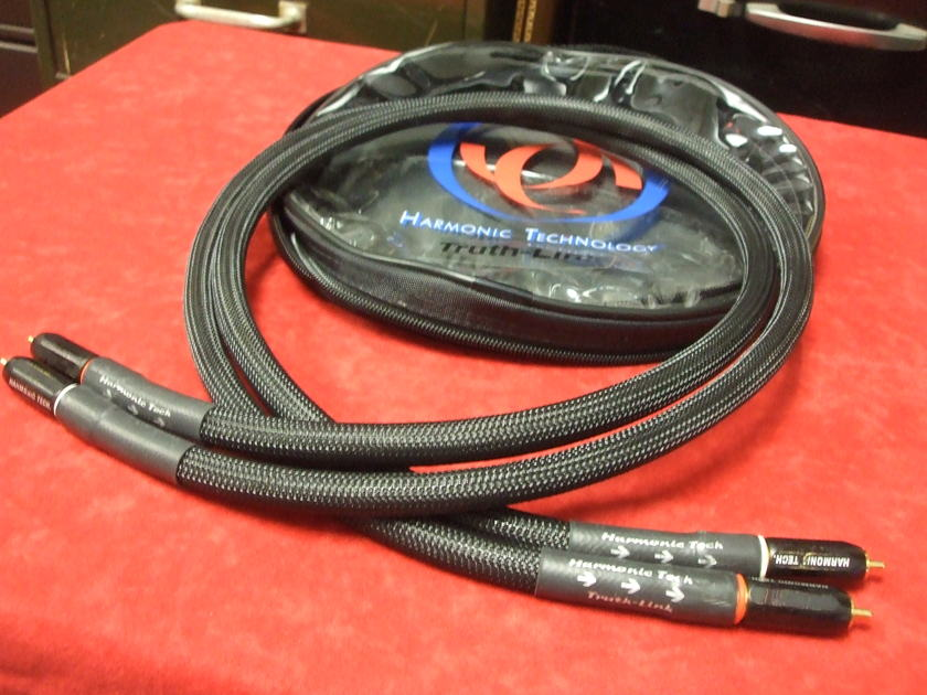 Harmonic Technology Truthlink Interconnects, 1 meter w/locking RCA's