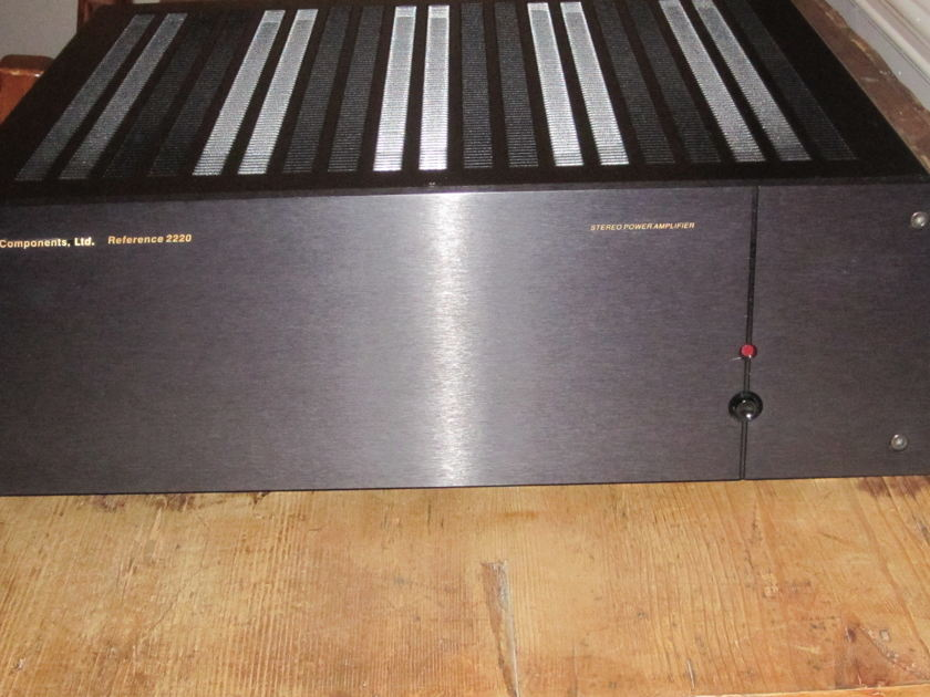 B&K Reference 2220 Stereo Power Amplifier
