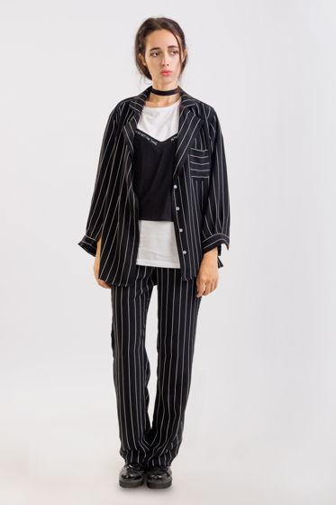 Женский черный костюм в полоску