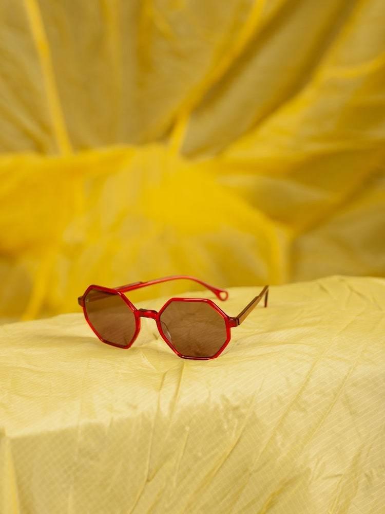 Kaibosh X Bergans solbriller Type S 51 på gul fallskjerm