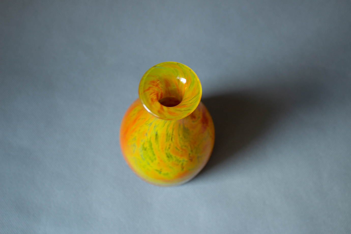 Многоцветная бутылочка. Дизайнер Йон Орвор Лаке, Швеция, 60-е гг.