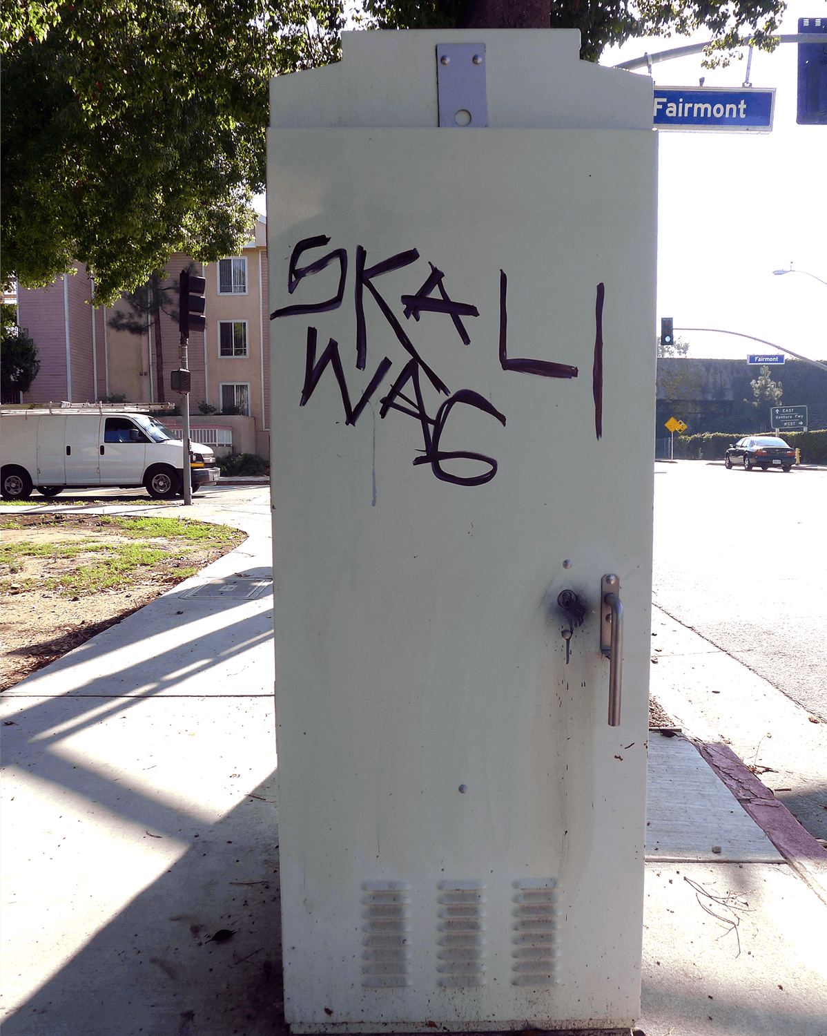 removing graffiti from electrical box