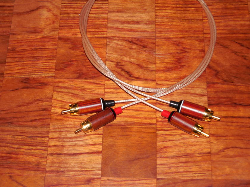Silver RCA interconnects 1.5 meter  Natural wooden case Teflon insulation