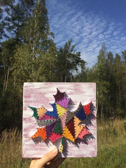 Интерьерное панно Кленовый лист string art (для примера)