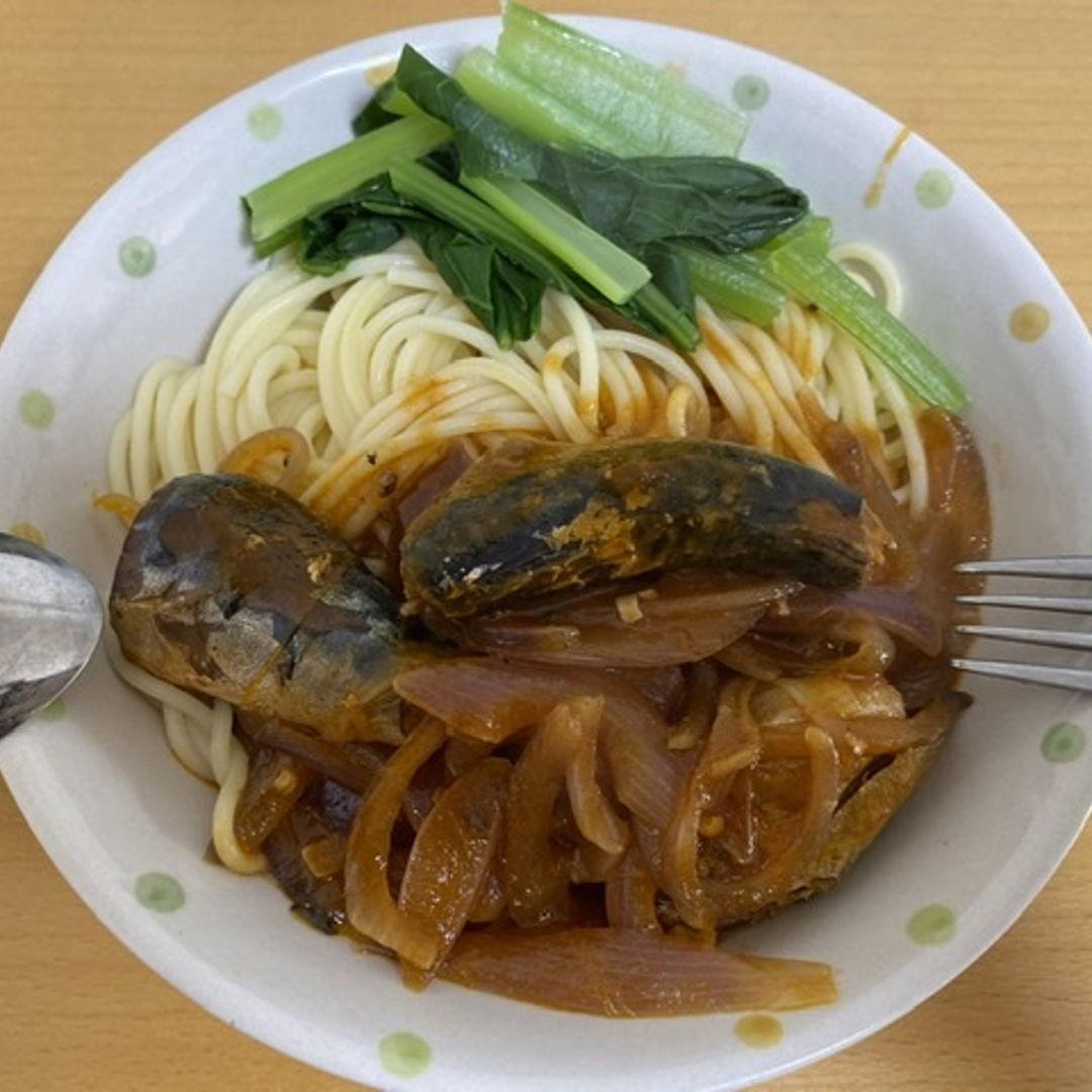 Tomato Sauce Sardines Spaghetti  Ingredients: 1. Canned Tomato Sardines 2. Red Onion 3. Spaghetti 4. Japanese Mustard Spinach  5. Oil, salt, black pepper, soy sauce