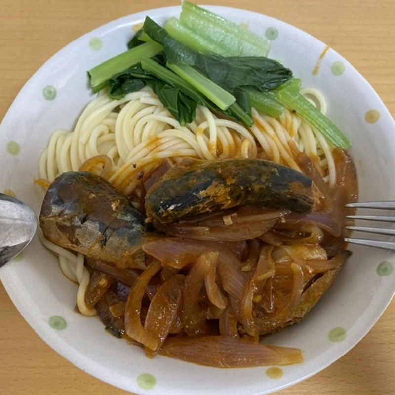 Tomato Sauce Sardines Spaghetti  Ingredients: 1. Canned Tomato Sardines 2. Red Onion 3. Spaghetti 4. Japanese Mustard Spinach  5. Oil, salt, black pepper, soy sauce