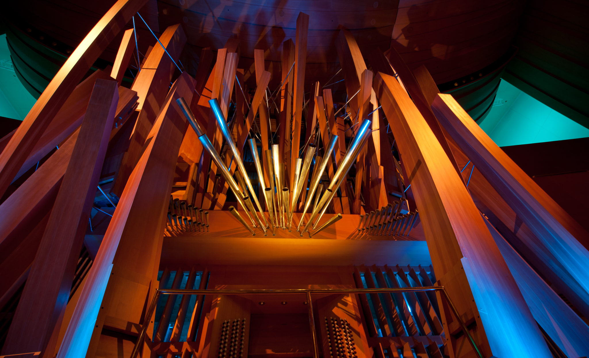 Artist Frank Gehry and organ builder Manuel Rosales collaborated on the visual design of the organ.
