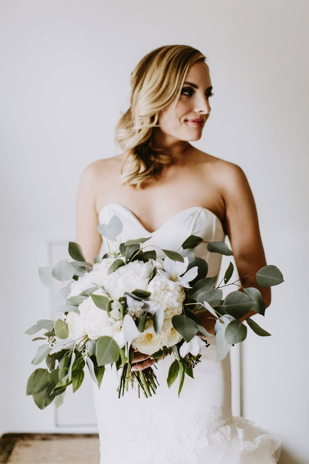 lush wedding, organic wedding, white and green wedding, Los Angeles florist, minimalist luxury wedding, Vave events