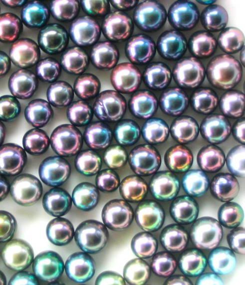 Plusieurs rangées de perles de toutes les couleurs