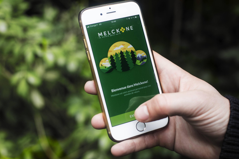 Les randonneurs prennent le soin de s'équipe de l'app de sécurité chasse Melckone. Les accidents devraient se réduire et la cohabitation s'installer de mieux en mieux