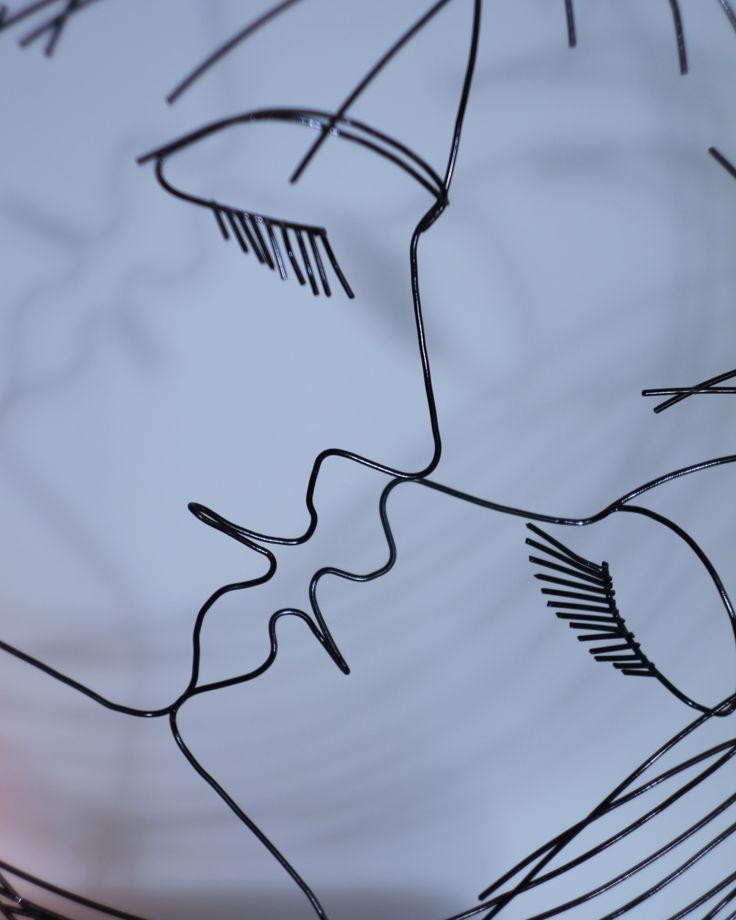 Поцелуй при свечах  Стальная проволока, 50*48*8 см.